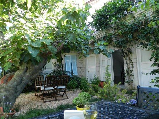 Incirliev Alacati: Best Garden Respite
