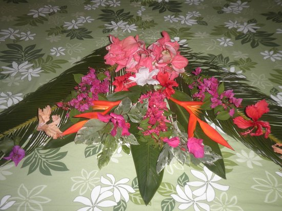 Fare Vaihere: Gorgeous flower decoration on our bed upon arrival