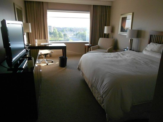 Westin Charlotte: Room from the entryway