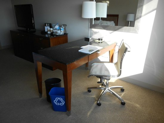 The Westin Charlotte: Simple desk