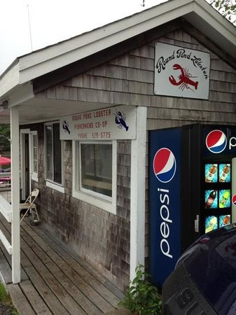Round Pond Lobstermen's Co-op: No frills - Great food!!!