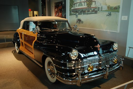 America on Wheels Museum : Chrysler Woodie