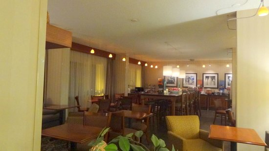 Hampton Inn Washington: Breakfast area