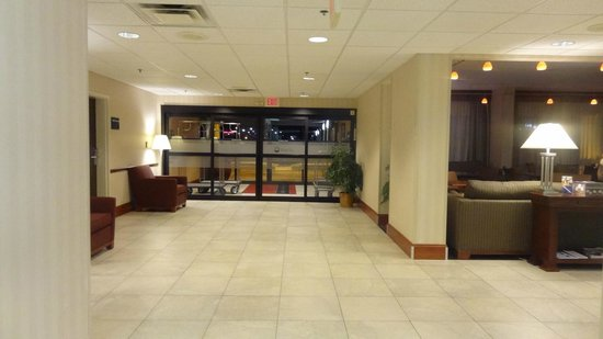 Hampton Inn Washington: Entrance