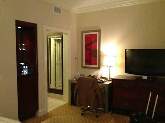 JW Marriott Chicago: Desk area, closet, TV