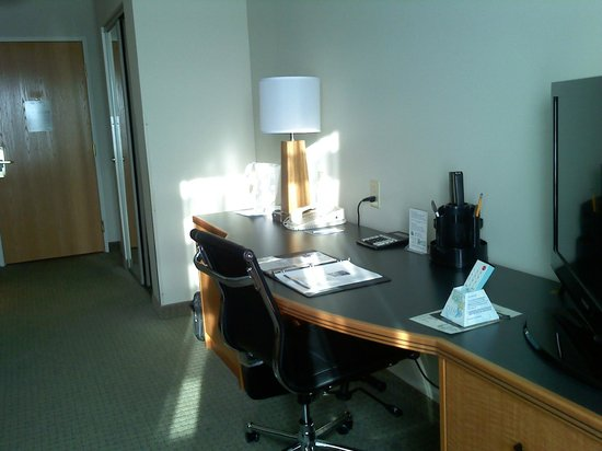 Sleep Inn & Suites : Attractive office center with drawers