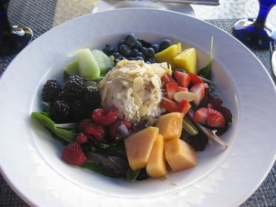 Arizona Inn Audubon Bar: Chicken salad with fresh fruit