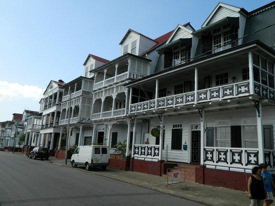 Hotel La Petite Maison: La rue