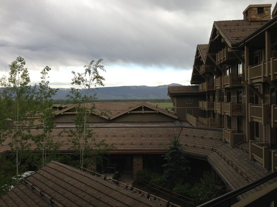 Four Seasons Resort and Residences Jackson Hole: Valley View, inside the courtyard