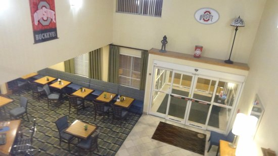 Comfort Inn North Polaris: Entrance hall and Dining area
