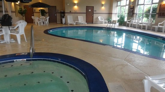 Comfort Inn North Polaris: Small swimming pool