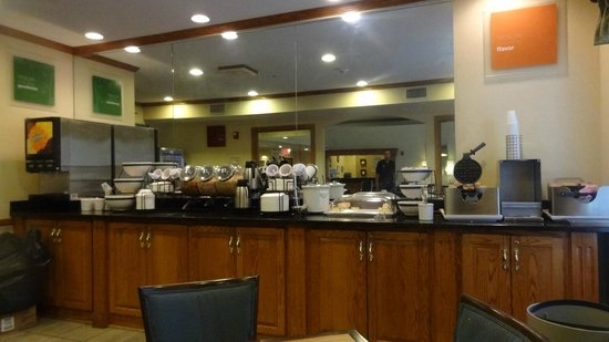 Comfort Inn North Polaris: Breakfast area