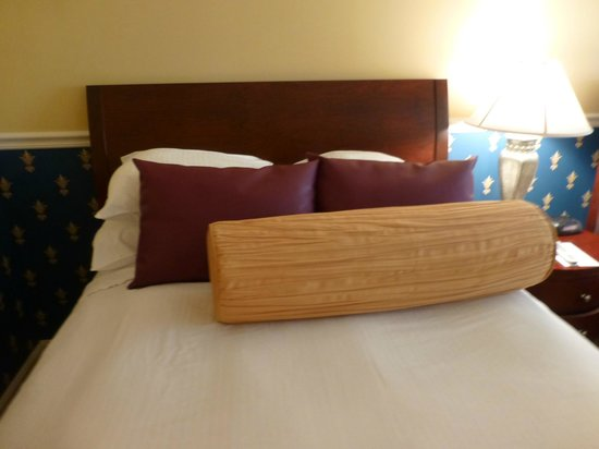 ذا جليدين هاوس: Plenty of Pillows