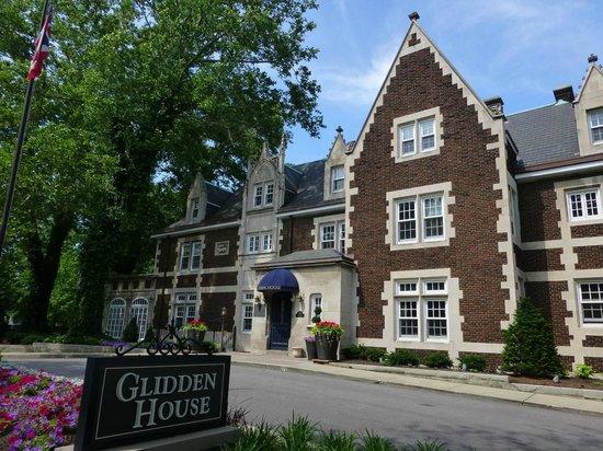 ذا جليدين هاوس: Outside of Glidden House (Mansion)