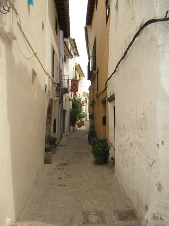 Valencian Cellar Tours: Requena street