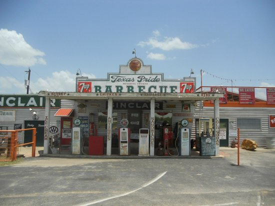 Texas Pride Barbecue: front right off hwy 1604 east of town