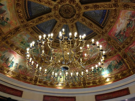 Cafe Bruxelles: Gorgeous ceiling