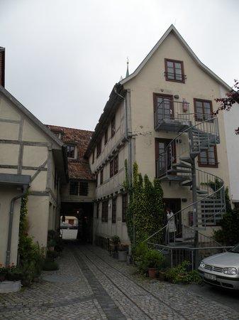 Pension St. Nikolai: Courtyard view of building