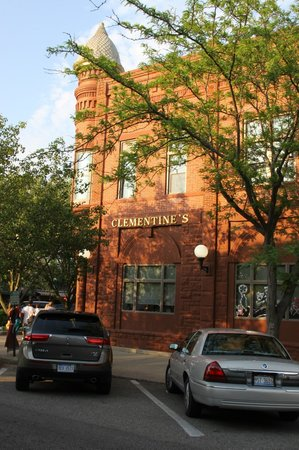Clementine's: Side view of the restaurant