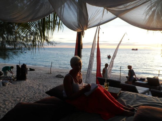 Maya Beach Club: Huge chillout seating areas