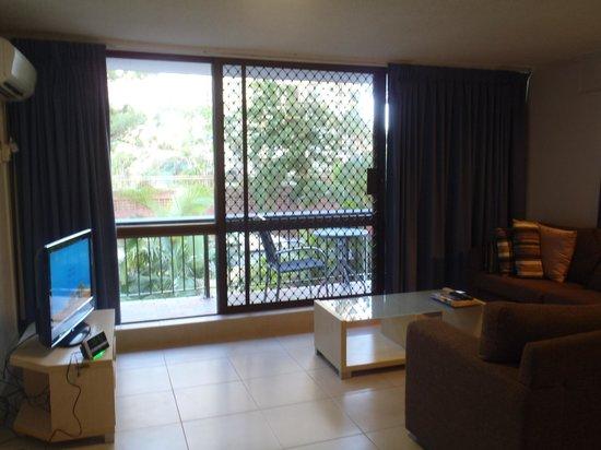 Trickett Gardens Holiday Inn: living room 2