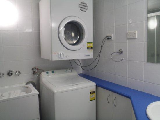 Trickett Gardens Holiday Inn: toilet