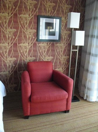 Courtyard by Marriott Calgary Airport : Chair in Room