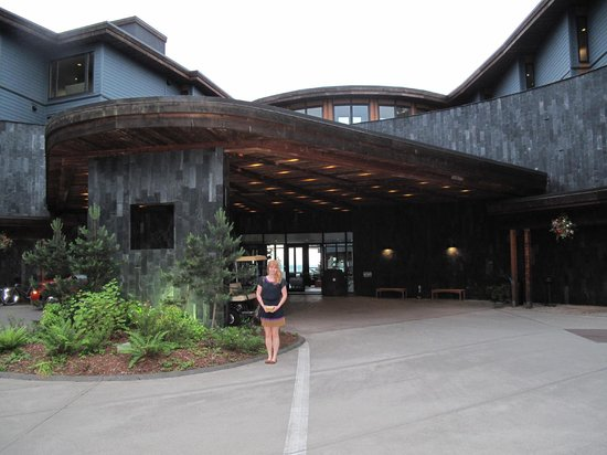 Fetch Restaurant: Entrance