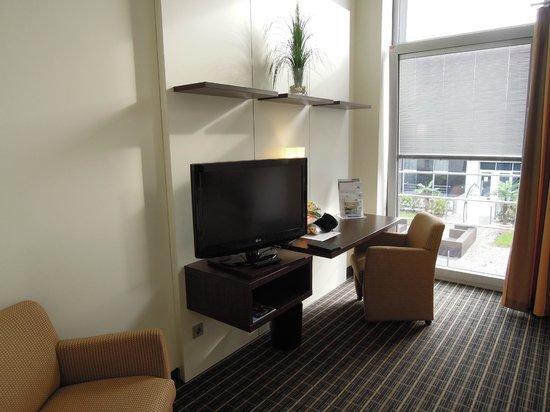 Hotel im GVZ : sitting area/desk