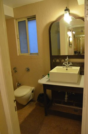 Devna: bathroom