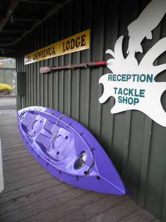 Kohutapu Lodge & Tribal Tours: Take a refreshing paddle on the lake