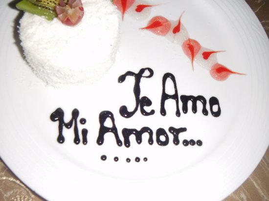Camino Real Veracruz: Pastel de coco decorado.