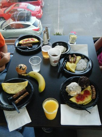 Comfort Inn & Suites I-10 Airport: Better than a pastry breakfast
