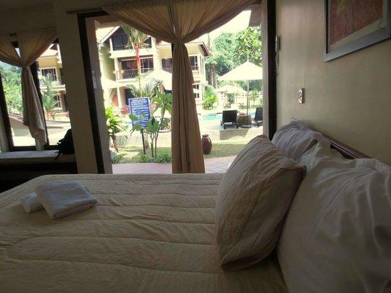 Anjungan Beach Resort: Very comfortable King size bed