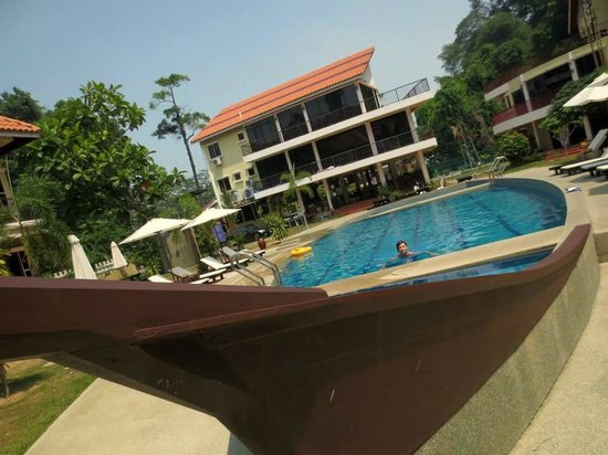 Anjungan Beach Resort: A ship shape swimming pool