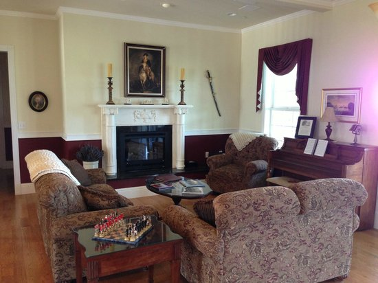 George Washington Inn: the sitting room