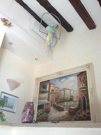 Angeles Inn: Decoration in public areas