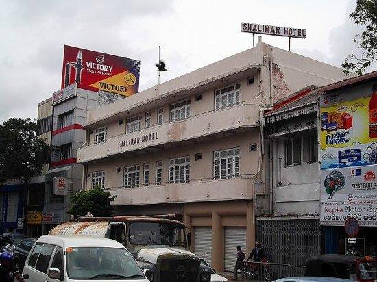 Shalimar Hotel : ホテル外観(一目でホテルだとは判らない)