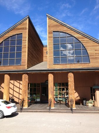 Grouse Mountain Lodge: Hotel Lobby entrance