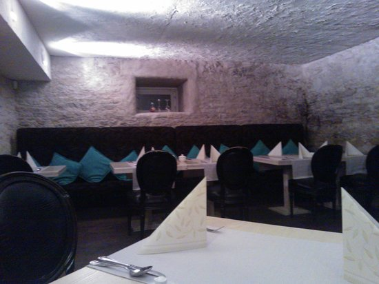 Grand Rose SPA Hotel: hotel restaurant at basement floor