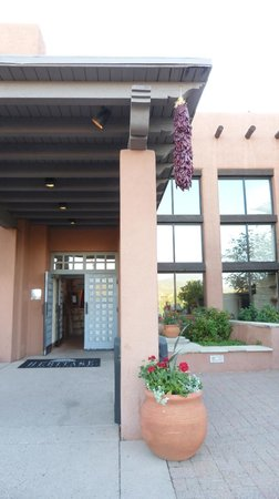 The Lodge at Santa Fe: Hotel entrance