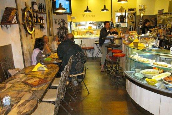 Bar Osteria Bacicio : Inside the small Bar Osteria Bacacio