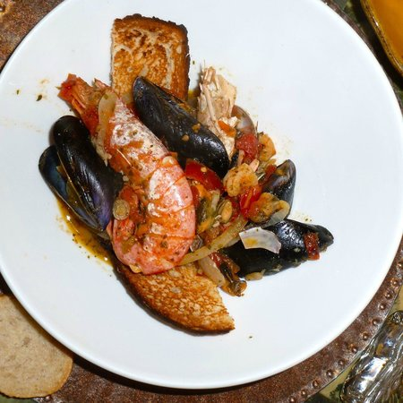Bar Osteria Bacicio: The predivided half portion of the Zuppa de frutta di mare