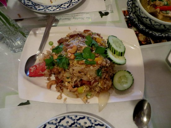 Marnee Thai : mango fried rice with duck