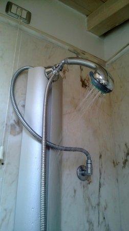 Villa del Bosco Hotel: так работал душ в номере