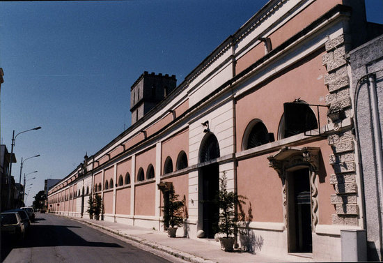 Salice Salentino, Italien: affascinante e storica facciata dell'azienda