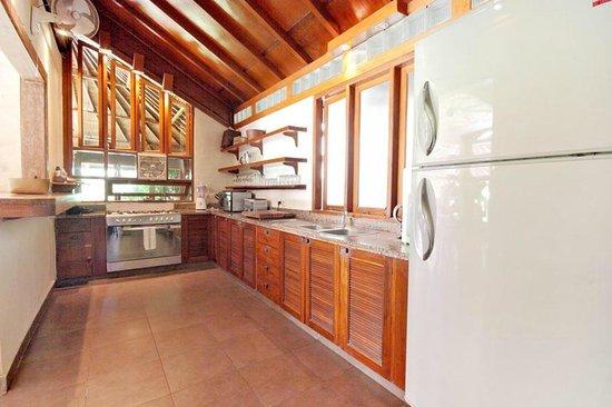 เซียนน่า วิลล่าส์: Puri Sienna kitchen