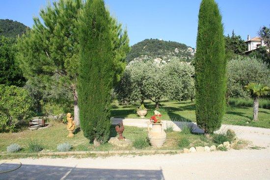 Amour Provence: vue depuis la terrasse du gîte
