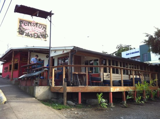 Pension Santa Elena: Coming from the bus station