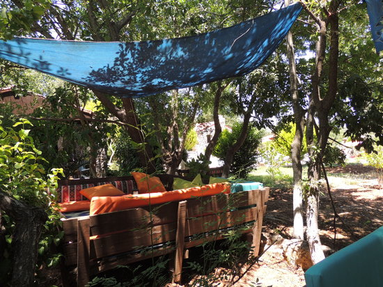 Kayakoy, Turquia: A Comfy shady spot to chill!